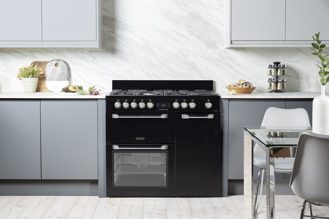 Straight-line kitchen with range cooker