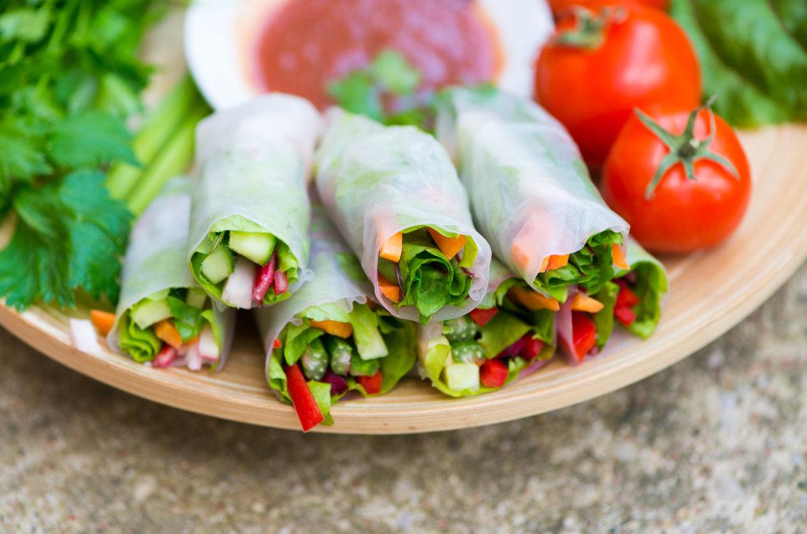 Make summer rolls together