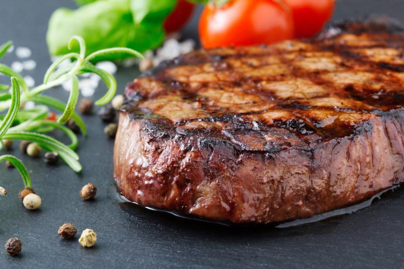 >Salt and pepper ribeye steak with salad