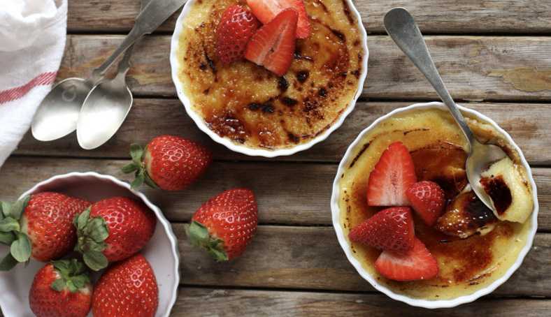 Creme brulee dessert with strawberries